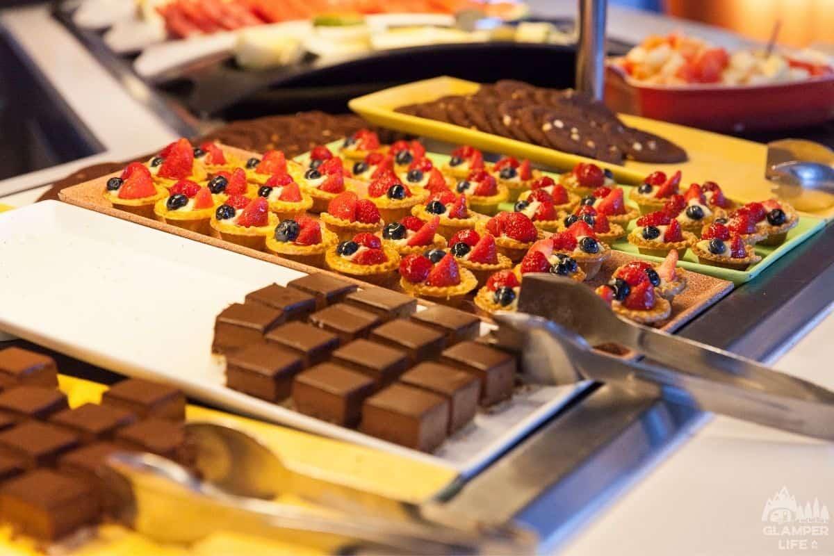 buffet dessert table